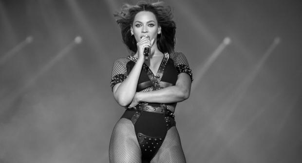 Beyoncé e Jay Z fazem o primeiro show em Paris.  (Foto: Rob Hoffman)