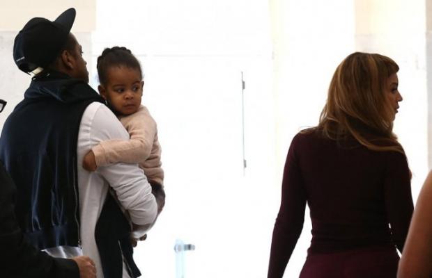 Beyoncé e a família em Paris (Foto: BestImage)