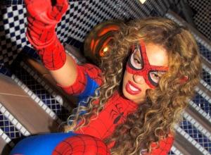 Beyoncé se veste de Homem-Aranha no Halloween (Foto: Divulgação)