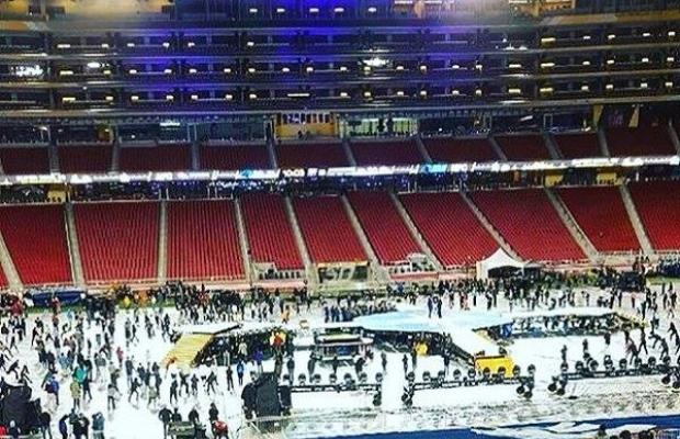 Palco do Super Bowl 2016 é montado para ensaio (Foto: Reprodução)