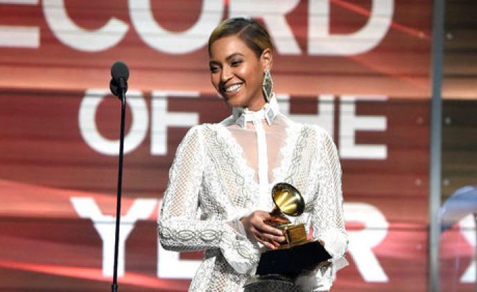 Beyoncé comparece ao Grammy Awards 2016 (Foto: Reprodução)