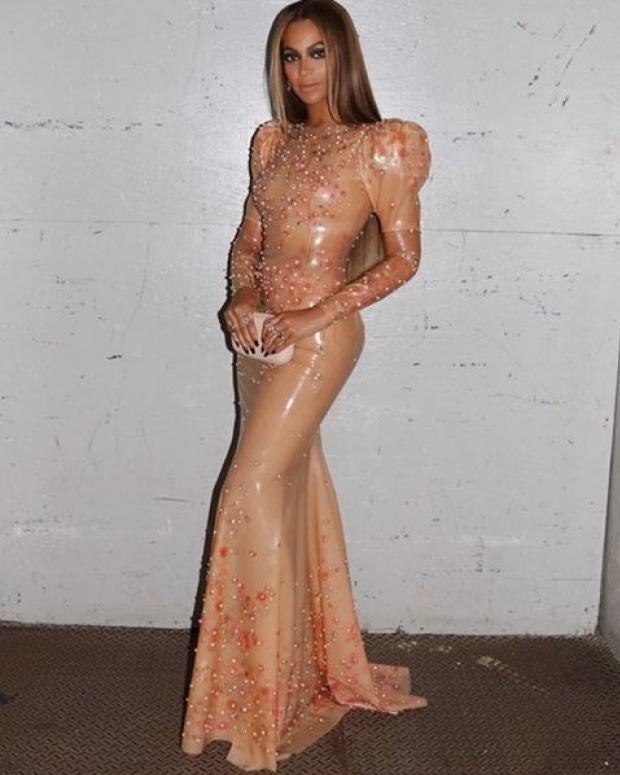 Beyoncé em vestido Givenchy no MET Gala 2016 (Foto: Reprodução/Instagram)