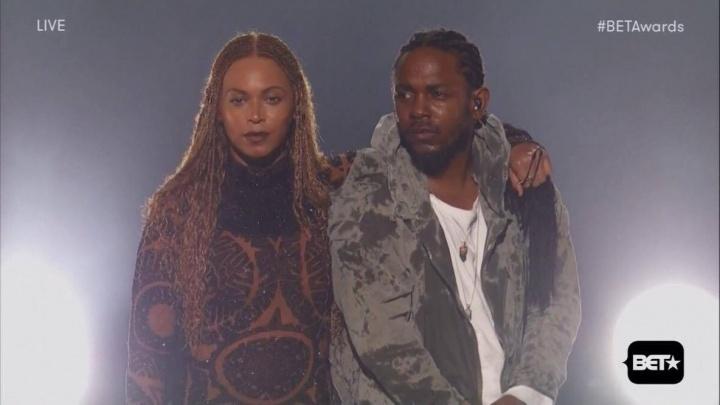 Beyoncé e Kendrick Lamar cantam 'Freedom' no BET Awards (Foto: Reprodução)