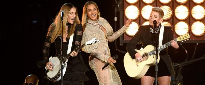 Beyoncé se apresentando no CMA Awards 2016 (Foto: Reprodução)