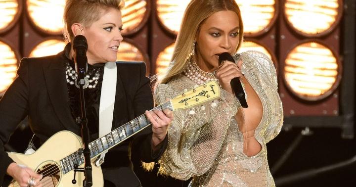 Beyoncé se apresenta no CMA Awards 2016 (Foto: Reprodução)