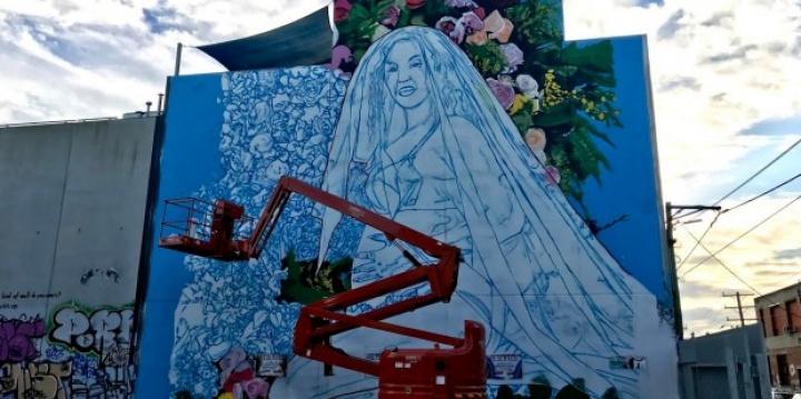 Mural de Beyoncé grávida é pintado em Melbourne pelo artista Lush Sux (Foto: Reprodução)