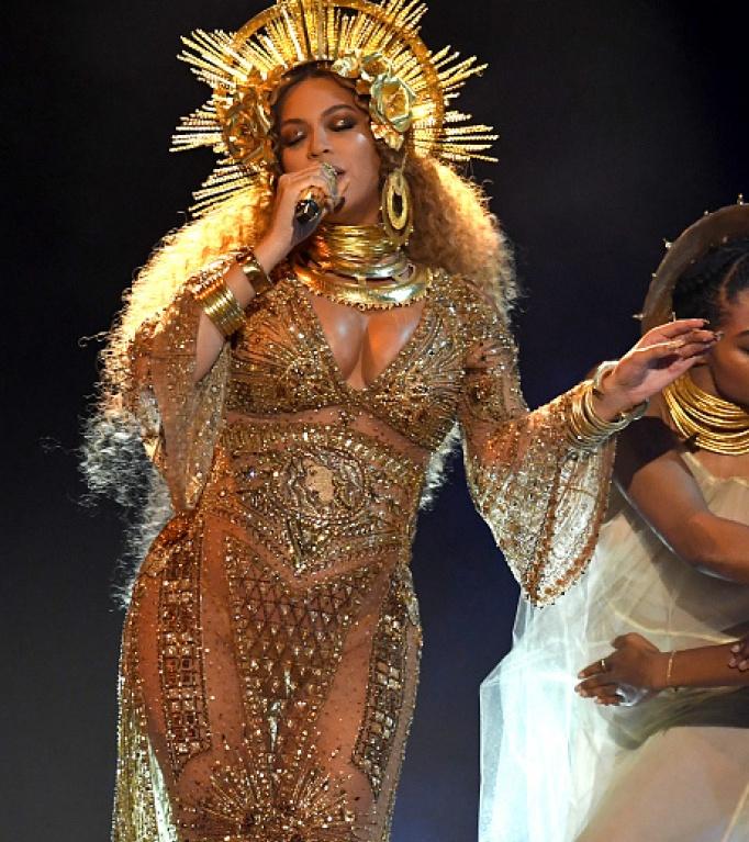 Beyoncé se apresenta no Grammy 2017 (Foto: Reprodução)