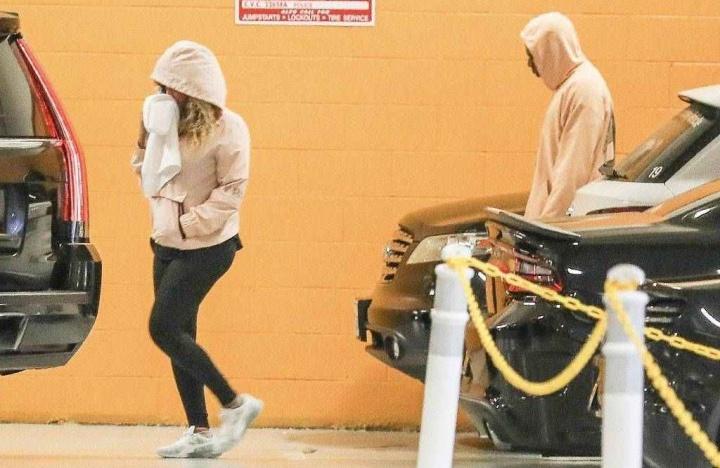 Beyoncé e Jay Z chegando na academia SoulCycle (Foto: Reprodução/E! Online)