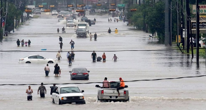 Cidade de Houston alagada após tempestade tropical Harvey (Foto: Reprodução/El País)
