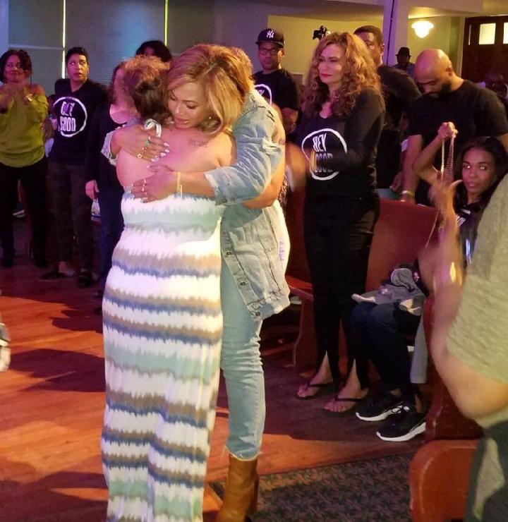 Beyoncé encontra afetados por furacão Harvey em Houston (Foto: Reprodução)