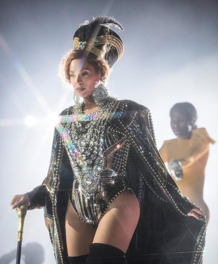 Confira imagens do show de Beyoncé no festival Coachella - BEYHIVE ... 9715a709ff15