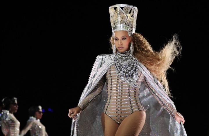 Assista aos vídeos do segundo show de Beyoncé no festival Coachella ... ec03b3bbc9c0
