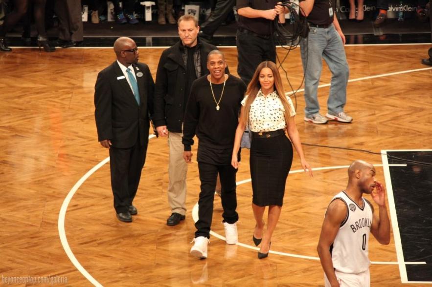 Beyoncé e Jay Z assistem ao jogo em Nova Iorque