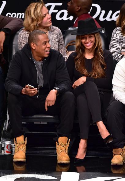 Beyoncé e Jay Z assistiram ao jogo no Brooklyn na segunda-feira, 12