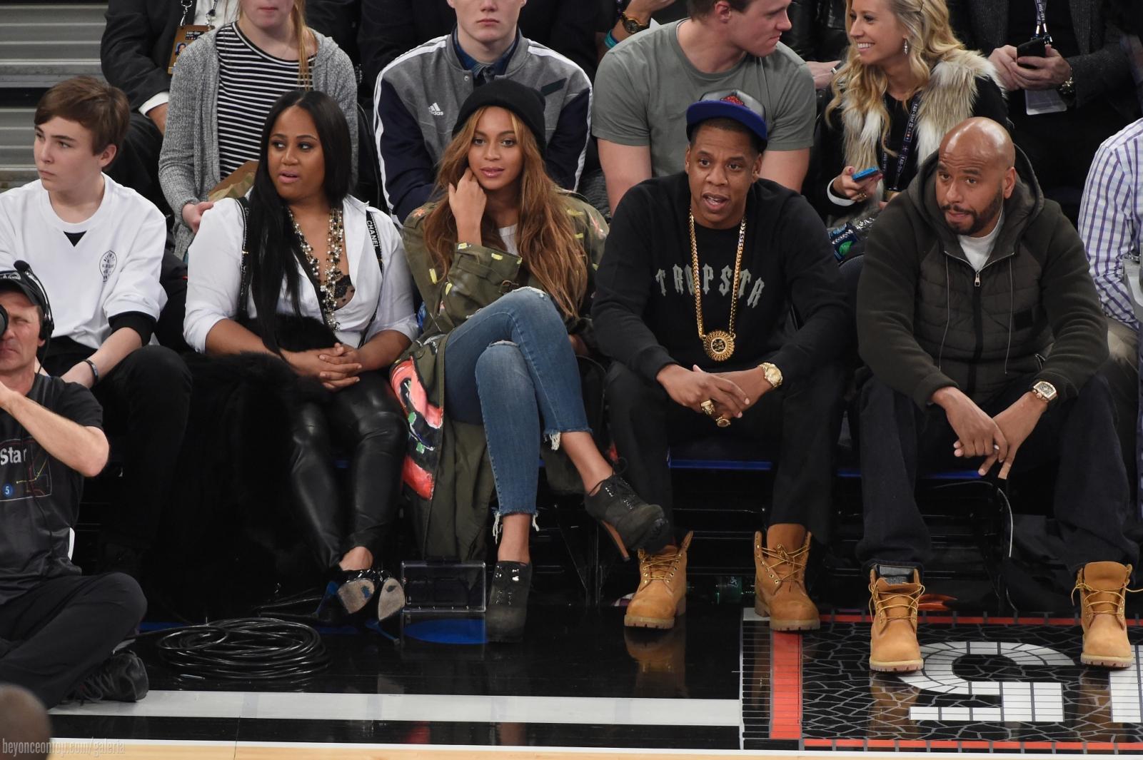 Beyoncé e Jay Z assistem ao jogo