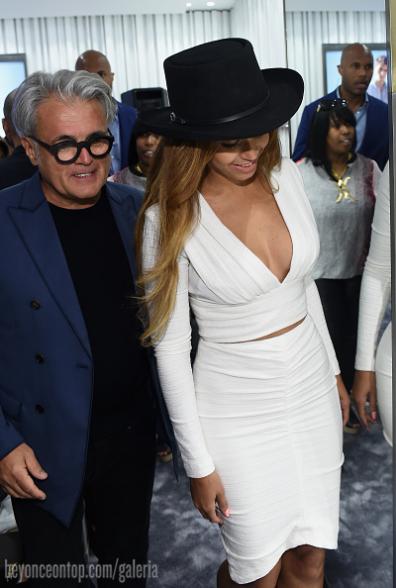 Beyoncé foi à inauguração da loja