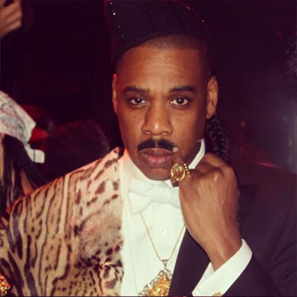 """Jay Z usa fantasia inspirada no personagem de Eddie Murphy em """"Um Príncipe em Nova York"""""""